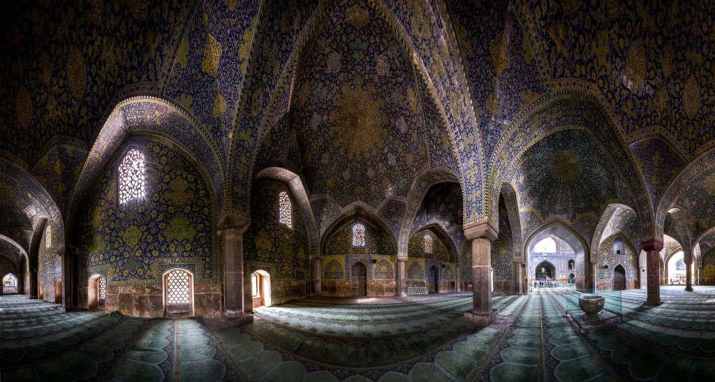 Việc xây dựng các nhà thờ Hồi giáo ở Iran được bắt đầu vào năm 1611.