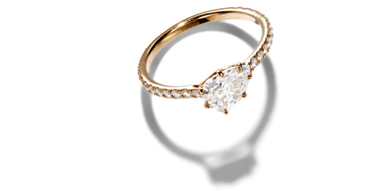 Nếu mặt cắt lý tưởng thì ánh sáng sẽ đi xuống thẳng đáy của viên kim cương và lại phản ngược lên đỉnh.
