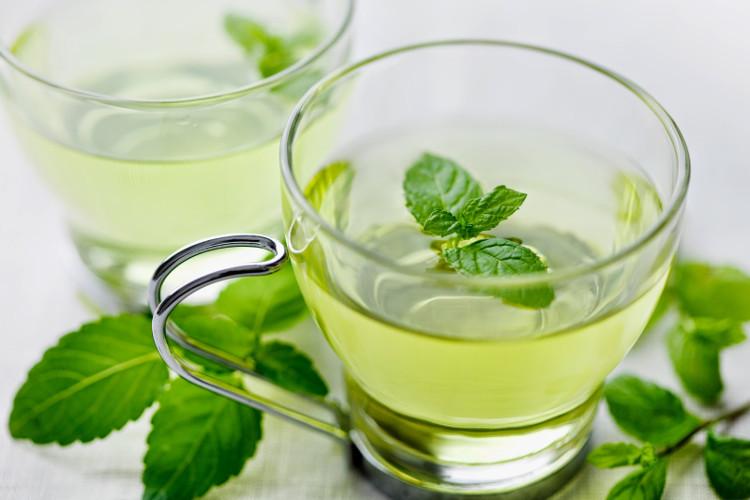 Trà bạc hà sẽ giúp bạn giảm cơ đau bụng và chuột rút khi bị ngộ độc thực phẩm.