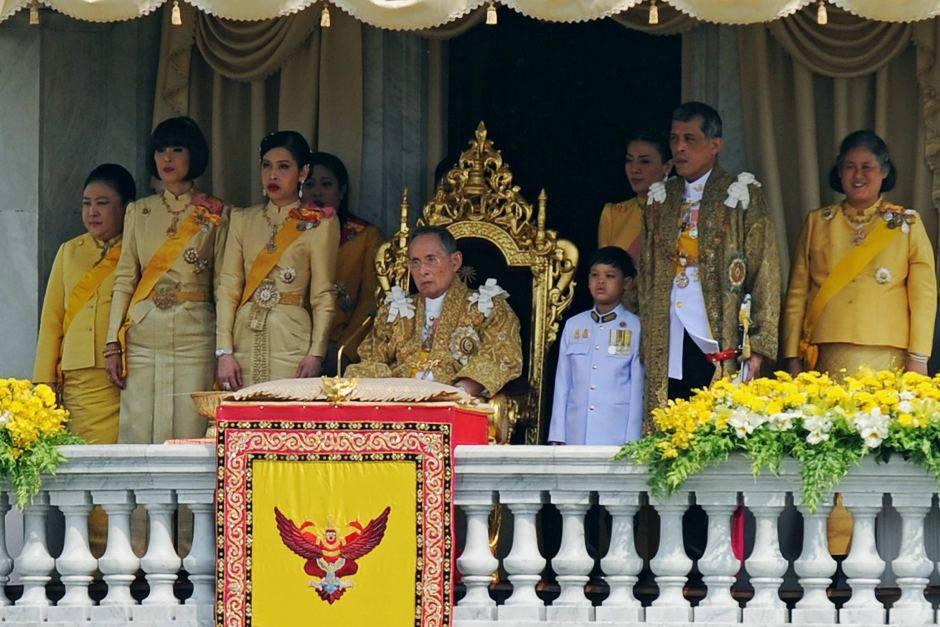 Thái Lan theo chế độ quân chủ lập hiến, hầu hết người Thái đều tôn sùng vua và hoàng hậu.