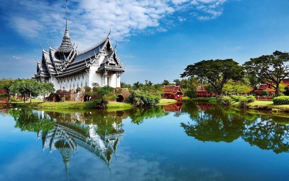 """Thái Lan trong tiếng Thái là Prathet Thai, nghĩa là """"Vùng đất của tự do"""". Trước đó, quốc gia này có tên Siam."""