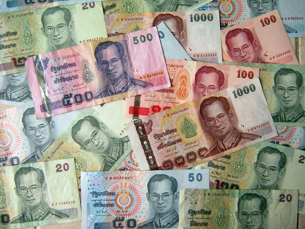 Bạn có thể sẽ bị bắt nếu dẫm lên tiền baht.