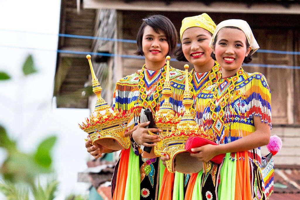 Đầu là bộ phận thiêng liêng nhất của cơ thể. Bạn không được phép chạm vào đầu người Thái, ngay cả trẻ em.