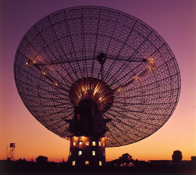 Thiết bị tìm kiếm bằng sóng radio hiện nay mới thâm nhập được khoảng 80 năm ánh sáng trong vũ trụ.