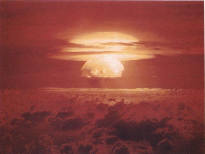 Đám khói hình nấm hình thành từ vụ nổ cao tới 40 km với đường kính 10 km sau khi vụ nổ xảy ra được 10 phút.