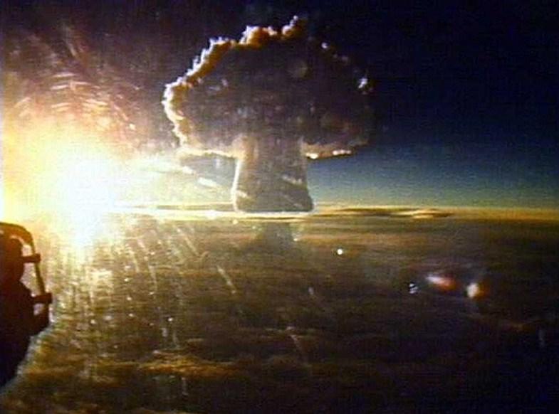 Bom nhiệt hạch AN606 có biệt danh bom Sa hoàng (Tsar Bomba) là một trong những bom nguyên tử có sức hủy diệt khủng khiếp nhất trong lịch sử.