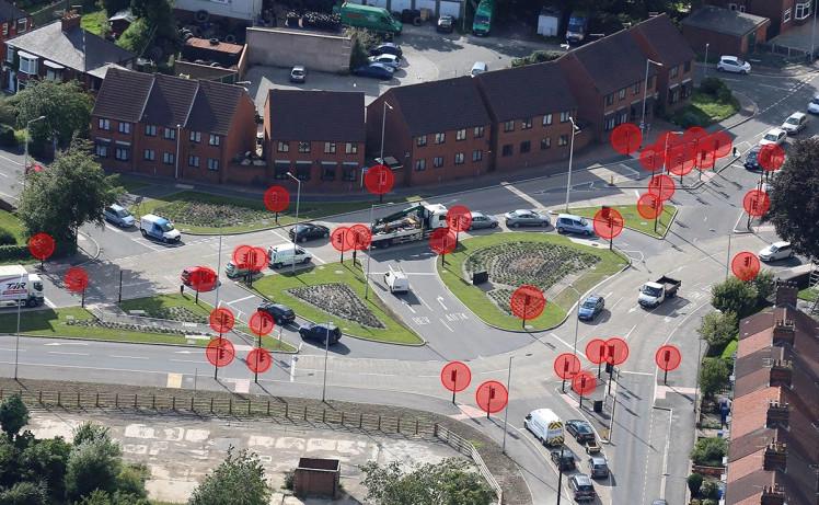 Giao lộ có 42 cột đèn giao thông ở East Riding, Yorkshire, Anh.