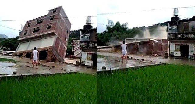 Một ngôi nhà khác, 3 tầng ở Trung Quốc, bị nước lũ đánh sập.