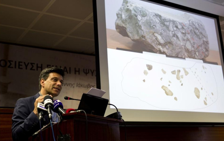 Nhà khảo cổ Christofilis Maggidis công bố phát hiện.