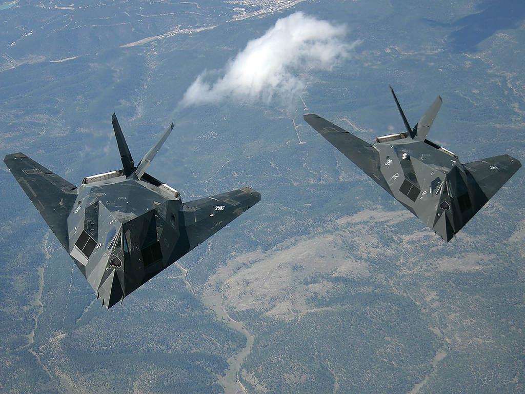 F-117 là chiếc máy bay đầu tiên được thiết kế và trang bị các công nghệ tàng hình.