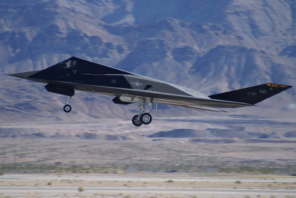 Thiết kế đặc biệt của chiếc máy bay này làm phân tán các sóng radar.