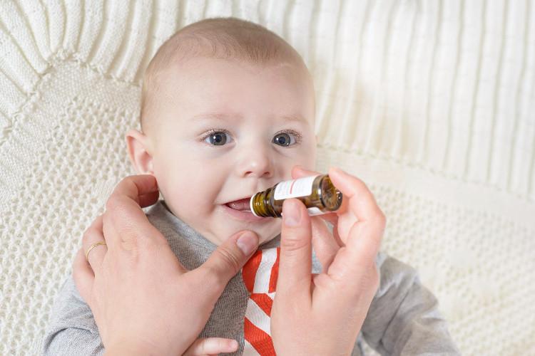 Nếu trẻ được điều trị kháng sinh, số lượng vi khuẩn trong đường ruột sẽ giảm một cách đáng kể.