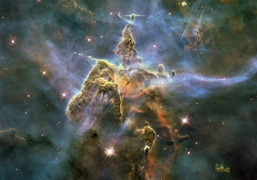 Núi Mystic là cái tên được đặt cho một cột bụi và khí có độ cao ba năm ánh sáng trong tinh vân Carina.