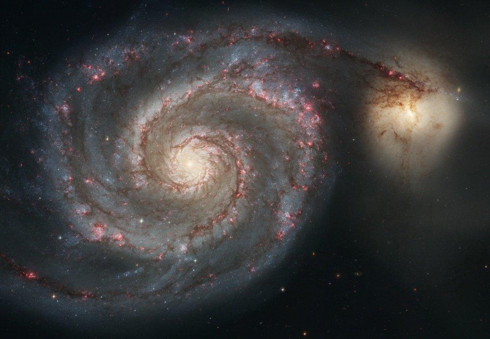 Thiên hà Xoáy Nước nằm trong chòm sao Lạp Khuyển, cách Trái Đất 23 triệu năm ánh sáng.