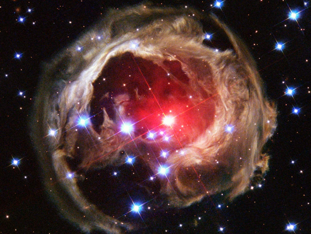 V838 là một ngôi sao màu đỏ nằm trong trong chòm sao Monoceros