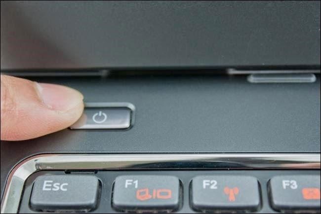 Biểu tượng nút nguồn trên laptop.