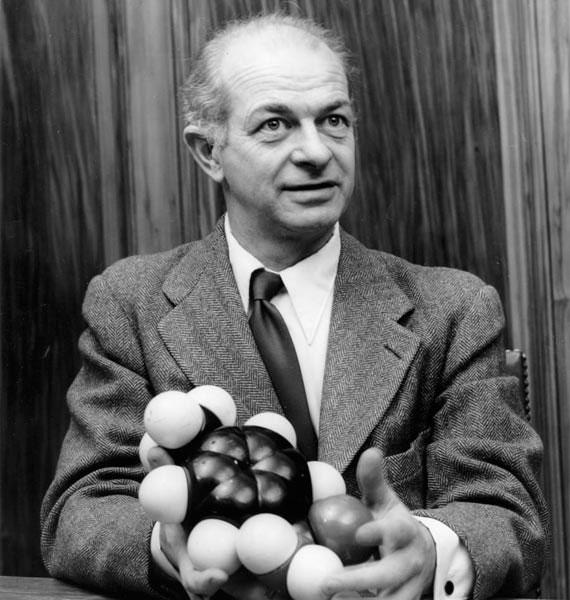 Pauling là cái tên duy nhất giành được hai danh hiệu Nobel cho riêng mình.