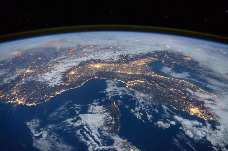 Sự sống trên Trái đất không phải nền văn minh công nghệ đầu tiên hay tiên tiến nhất vũ trụ.