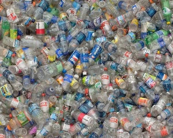 Hiện nay chúng ta đã tích tụ hàng nghìn tấn rác nhựa trong các bãi chôn lấp dưới lòng đất.