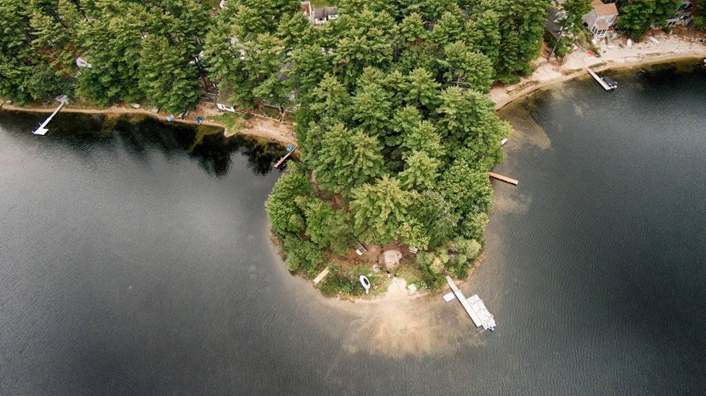 Hồ Loon ở Acton, Maine, với vẻ bình yên, tĩnh lặng.
