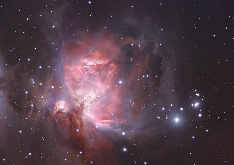 Tinh vân Orion (hay Messier 42) thuộc chòm sao Orion, là một tinh vân cách chúng ta khoảng 1,34 năm ánh sáng.