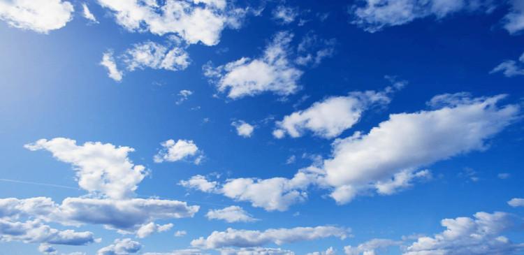 Dự báo thời tiết nói hôm nay mưa mát mẻ lắm đây nhưng sao 6 giờ tối rồi trời vẫn xanh như vậy?