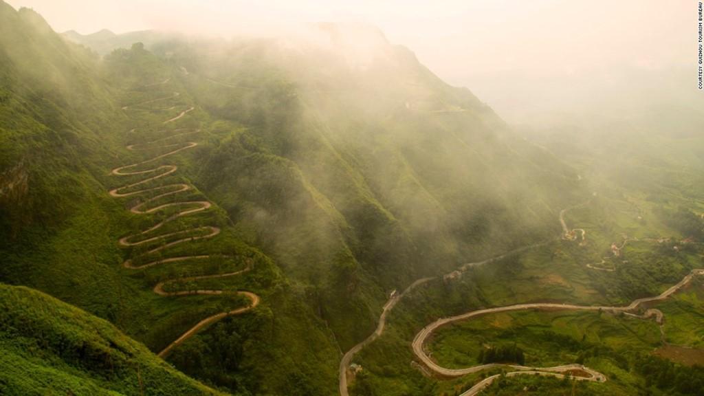 Cung đường 24 Zig-Zag như những con rắn uốn lượn ở tây nam Quý Châu, với 24 khúc cua.