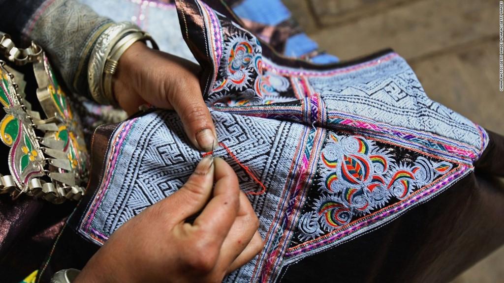 Người dân tộc Miao nổi tiếng với nghề thêu