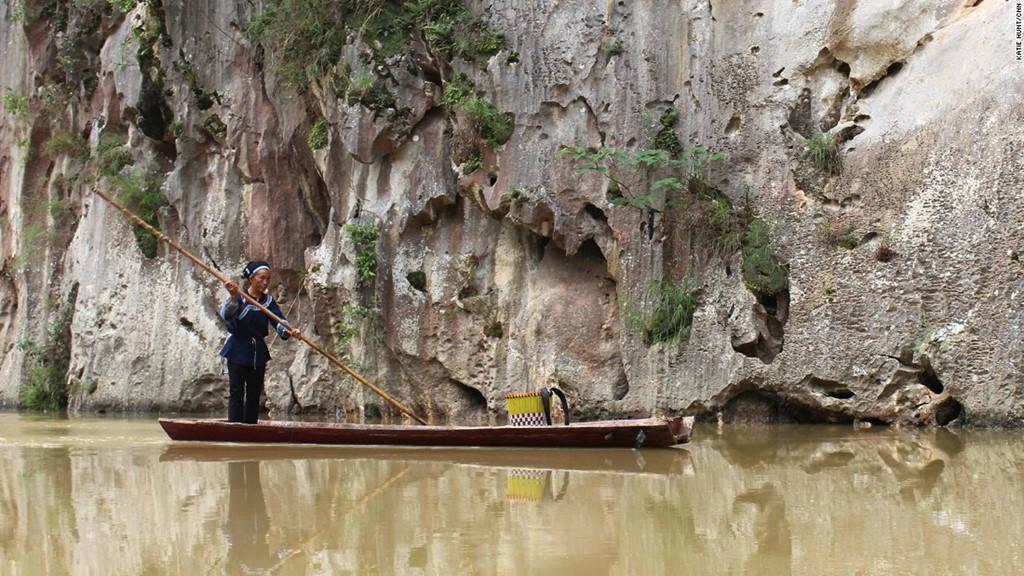 Những chiếc bè tre là phương tiện đi lại truyền thống trên nhiều con sông ở Quý Châu.