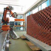 Robot xây nhà cao 200m trong một ngày