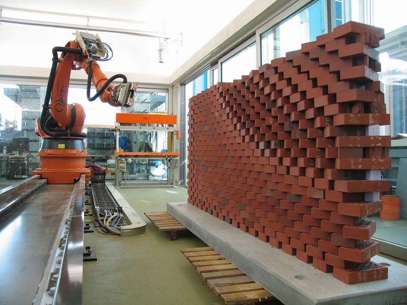 Iran đang chế tạo robot hoàn thiện công trình chỉ trong một ngày.