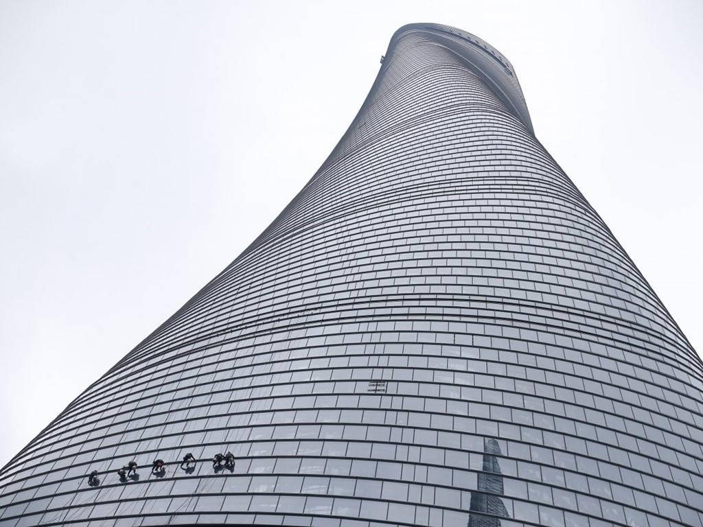 Tháp Thượng Hải (2,4 tỷ USD)