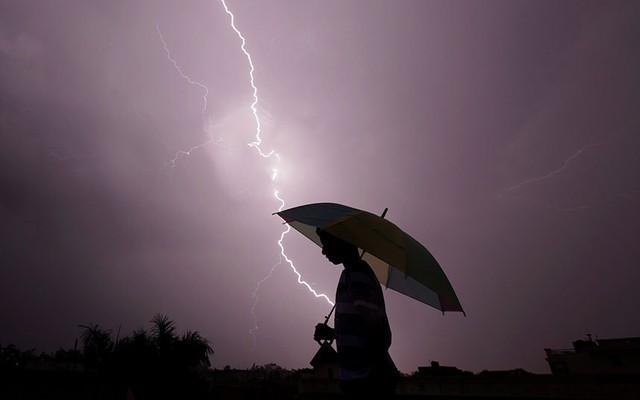 Số người chết vì sét đánh tăng cao bất thường tại Ấn Độ trong hai ngày qua.