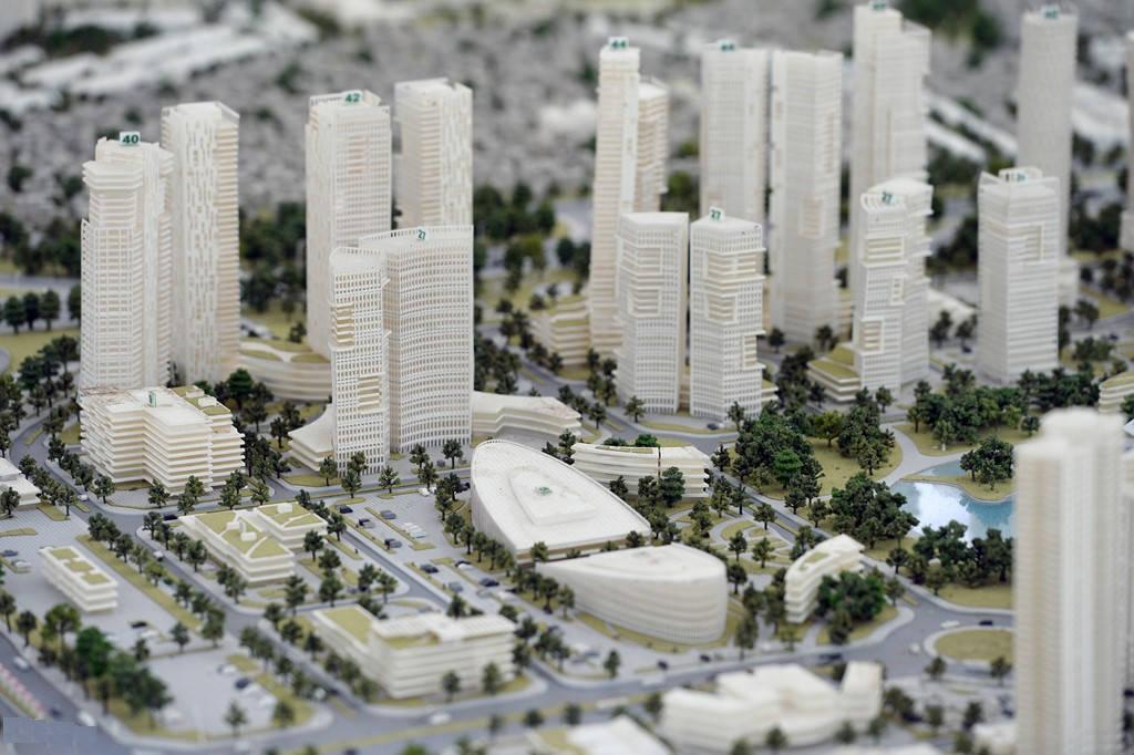 Bộ mặt đô thị mới, hiện đại gắn với các trung tâm tài chính, triển lãm, văn hoá, thương mại... có hệ thống hạ tầng đồng bộ gắn với tuyến trục; trở thành động lực phát triển kinh tế - xã hội, văn hoá, văn hoá, thương mại, du lịch... của khu vực Bắc sông Hồng.