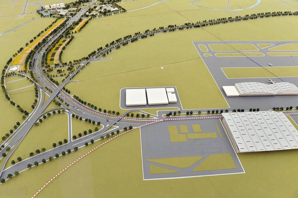 Hình ảnh mô hình sân bay Nội Bài mở rộng, nằm trong quy hoạch hai bên tuyến đường Nhật Tân - Nội Bài.