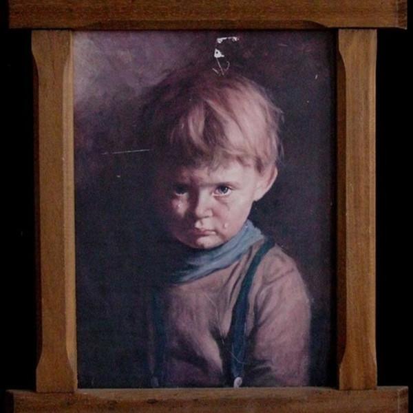Bức tranh cậu bé khóc vướng vào lời nguyền đầy ám ảnh.