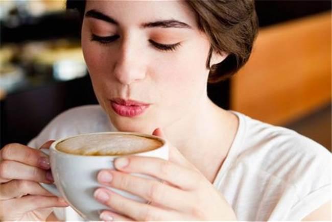 Cà phê và các thức uống giải khát, nước tăng lực, nước ngọt lại làm răng ố màu