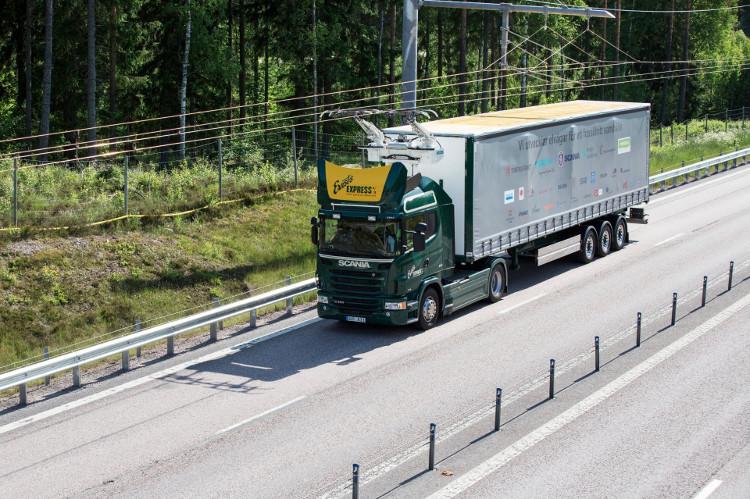 Tuyến đường trên nằm ở phía Bắc thủ đô Stockholm, Thụy Điển và là một con đường có nhiều phương tiện qua lại.