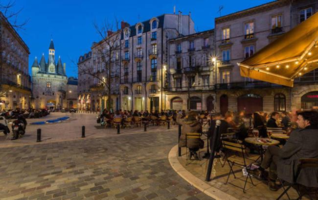 Bordeaux là thủ đô rượu vang của thế giới, có khoảng 8.000 nhà sản xuất rượu vang tập trung ở nơi đây.