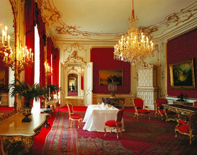 Bạn có thể trải nghiệm cuộc sống hoàng gia ở Vienna bởi cung điện mùa hè Hapsburg đã mở cửa và du khách có thể thuê căn phòng The Schönbrunn.