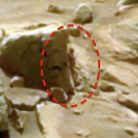 """""""Người phụ nữ"""" nấp sau tảng đá trên sao Hỏa"""