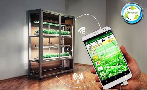 Người dùng có thể tương tác 2 chiều với hệ thống thông qua smartphone.