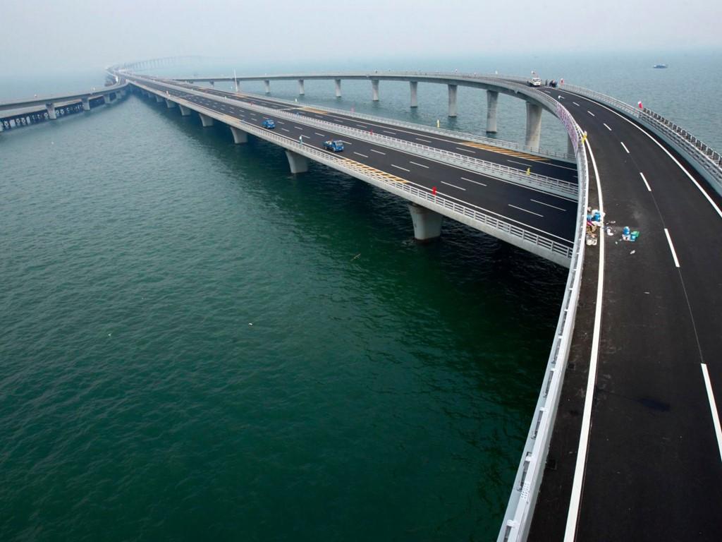 Cầu vịnh Giao Châu là cầu vượt biển dài nhất thế giới, với chiều dài 26,7 km.