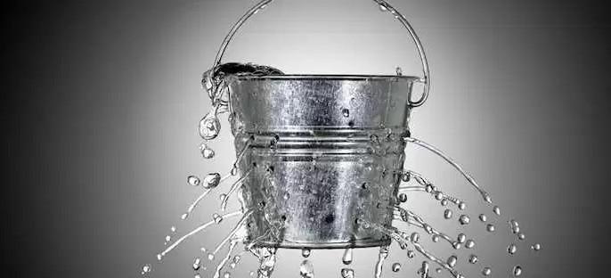 Hãy coi bộ não như một cái xô bị rò nước.