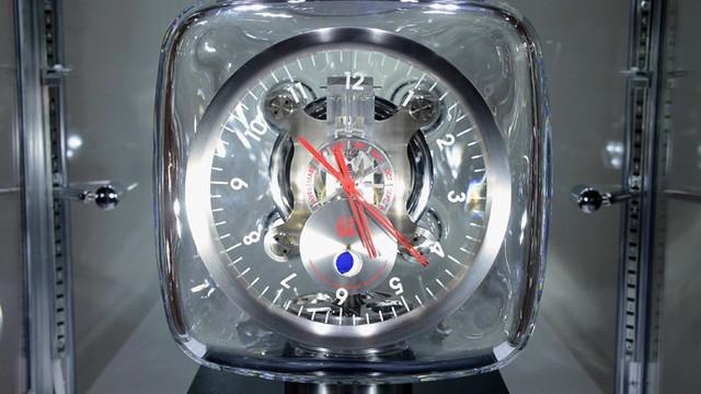 Đồng hồ nguyên tử có độ chính xác rất cao, 50 triệu năm mới lệch 1 giây.