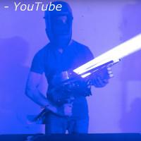 Video: Chế súng laser với công suất 200W, bắn xuyên qua thùng máy tính