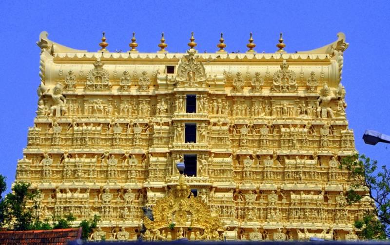 """""""Núi vàng"""" trong đền Sree admanabhaswamy"""