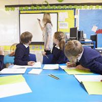 Vì sao thế hệ trẻ cần học lại cách viết tay?