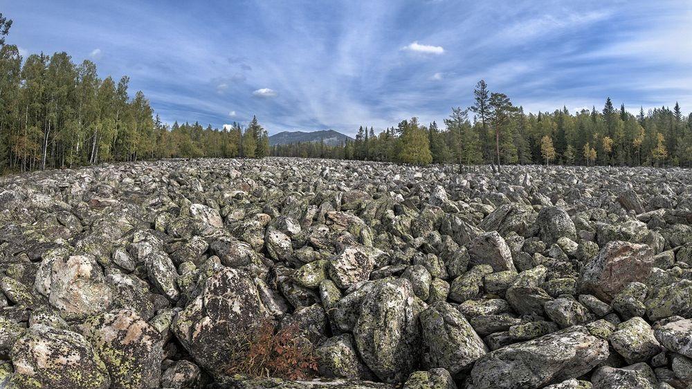 Sông đá Big Stone bao gồm những tảng đá khổng lồ nằm lộn xộn trên diện tích rộng trung bình 200m và dài 6km