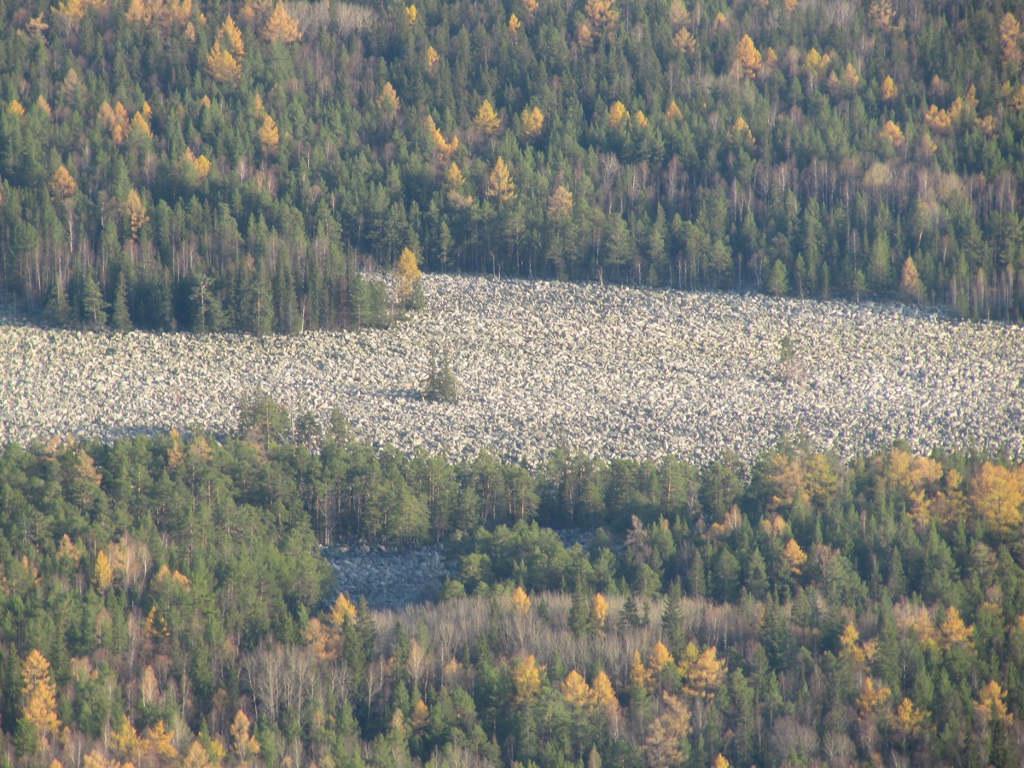 Dòng sông đá này hình thành sau một vụ lở đá khổng lồ cách đây khoảng 10.000 năm.